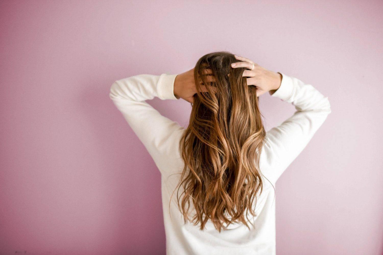 3 tons de cabelo louro escuro para você arrasar por aí